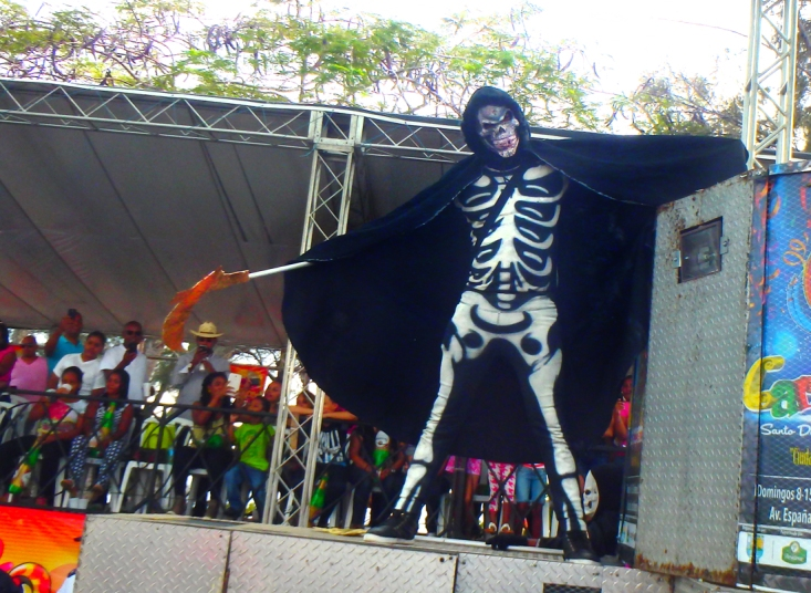 The Angel of Death, another of the traditional Carnival pantheon, in all his glory. Photo by Juan Soto