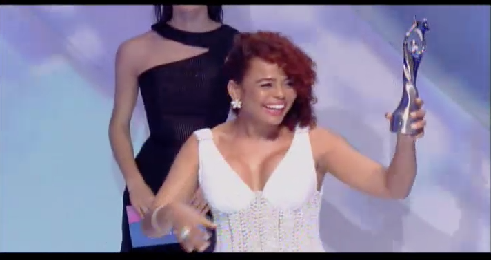 A screen shot of Dominican actress Cheddy Garcia donning a natural up-do to accept her award for Comedian of the Year at the recent 2015 Soberanos awards in Santo Domingo, Dominican Republic.